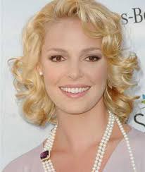 elegant short hairstyle for thin curly hair