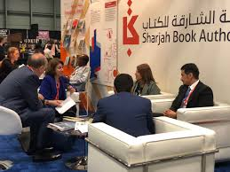 officials explain the sharjah book authority s activities to visitors to its stand at bookexpo america 2018 in new york image credit courtesy sharjah