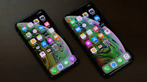 iphone xs and iphone xs max on table