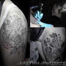фото тату цветы на бедрах Blackgrey анатомия