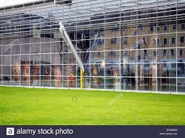 Architektur Modern Fassade Glasfassade Glas Fenster Aussen Rasen