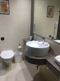 hotel clarks shiraz good bathroom