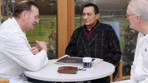 الرئيس حسني مبارك يظهر لأول مرة على شاشة التلفزيون بعد العملية