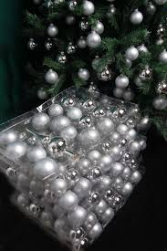 Traditionelles Christbaumschmuck Kugelsortiment Aus Glas Mit 217 Kugeln Silberfarben In Verschiedenen Größen Und Spitze Komplettset