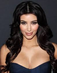 best kim kardashian makeup look 3 contrasting lipstick and blush colors