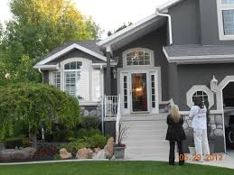 ideas about stucco house colors on houses have a green roof and would like to paint grey with white trim description from i searched for this