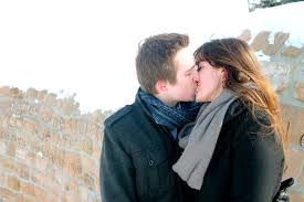 kissing couple in snow amazing romantic love romantic wallpapers free in hd 4k quality