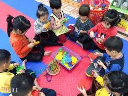 Các bé lớp 4-5 tuổi A1 chơi trong giờ trả trẻ