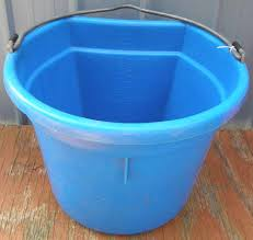 20 gallon bucket. Millers Little Giant 5 Gallon Bucket 20 Quart Flat Back Water Feed Blue