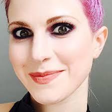 hayley williams makeup black eyeshadow charcoal eyeshadow peach lipstick steal her style