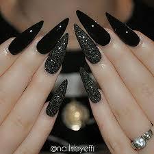 black nail nail