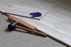 Die einzelnen florfasern werden bei der herstellung in eine kleberschicht getaucht. Neuer Bodenbelag Auf Alten Teppich Legen Geht Das