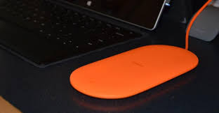 Hands On Nokia Dt 903 Wireless Charging Plate From Microsoft It Pro