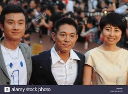 Chinese kungfu star Jet Li (C) and actor Wen Zhang pose on the red carpet  prior to the opening ceremony of the 13th Shanghai International Film  Festiv Stock Photo - Alamy