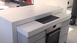 Kücheninsel mit elektrisch versenkbarer Arbeitsplatte Küchen