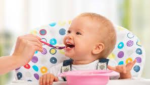 Cho trẻ ăn dặm ngày mấy bữa? Lịch ăn dặm theo từng tháng tuổi