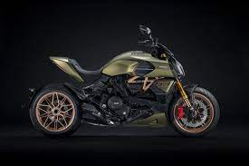 The livery of the diavel 1260 lamborghini is the result of the joint work between the centro stile ducati and the centro stile lamborghini. Ducati S Diavel 1260 Lamborghini Crosses The Bike Supercar Worlds Driving