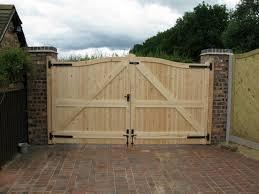 diy wooden pallet gate design ideas photograph diy wooden driveway gates the woodworking ideas