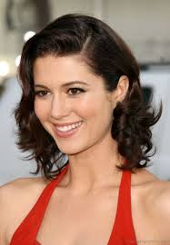 loose wavy hairstyle of mary elizabeth winstead