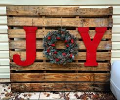 pallet painting ideas christmas. instead paint pallet red, have white letters \u0026 then the green wreath painting ideas christmas h