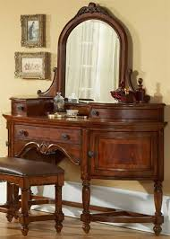 antiques and old looking furniture look so much prettier than new