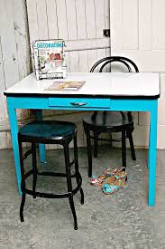 paint a vintage porcelain enamel table