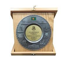 Metal Crest Design Metal Bangaldesh Design Pewter Crest With Wooden Folding Box