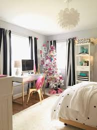 Decorating a Teen Room for Christmas: Black, White, Gold and Hot Pink