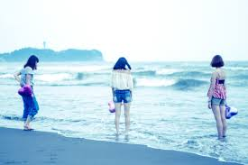 夏の終わりに女子3人で海に来ました無料の写真素材はフリー素材のぱくたそ
