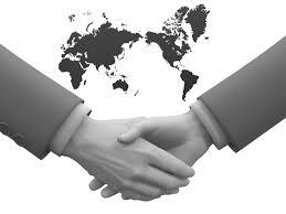 世界地図商談成立握手 無料イラスト ビジネス人物