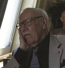 Verdens mest leste forfatter av krigsbøker, Sven Hazel, bosatt i Barcelona, fylte nylig 90 år. Få forfattere har så nærgående og med så brutal realisme ... - 881bc2070ee34e76_400x400ar