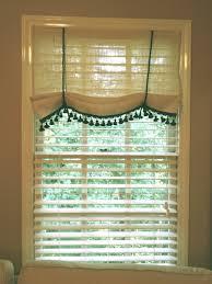 Living Room Beautiful Bay Window Treatment Ideas Awesome - Bedroom window dressing