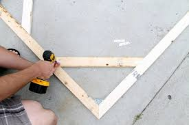 almost any canvas frame maybe starting at 24 30 needs some sort of supports using the leftover board length from making the outer frame we angled the