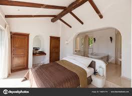 Elegantes Schlafzimmer Mit Badewanne Stockfoto Zveiger 158201774