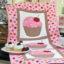 Hey, Cupcake!: Fast Novelty Appliqué Wall Quilt Pattern.. free pdf ... & Fast Novelty Appliqué Wall Quilt Pattern.. free pdf tutorial Adamdwight.com