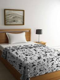 heavy winter quilts.  Heavy Tangerine White U0026 Black Floral Heavy Winter 210 Gsm Single Bed Comforter  Quilts And Heavy Winter W