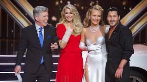 'DWTS': Christie Brinkley one-arm hugs daughter after big ...