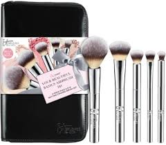it es with an airbrush powder airbrush foundation airbrush concealer and airbrush crease brushes i actually have this set in my own makeup bag