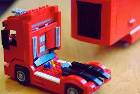 A driver, team truck driver and 4 team crew members. Lego 75913 F14 T And Scuderia Ferrari Truck Lego Speed Champions Minifigology