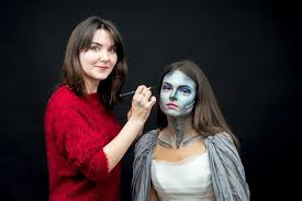 how much do theatrical makeup artists