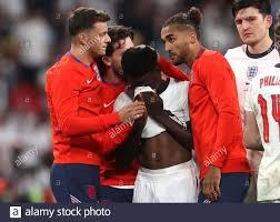 Fußball - Euro 2020 - Finale - Italien gegen England - Wembley Stadium,  London, Großbritannien - 11. Juli 2021 der englische Bukayo Saka sieht  niedergeschlagen aus, nachdem er das Elfmeterschießen verloren hat,