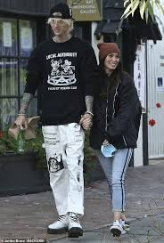 Megan fox's new boyfriend machine gun kelly says he probably won't date ever again after getting together with the actress. Megan Fox Is All Smiles As She Bundles Up For Lunch Outing With Boyfriend Machine Gun Kelly Culture Readsector