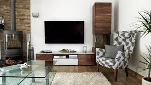 Wohnzimmer Dunkler Boden Heller Teppich Glastisch Dunkle Wohnwand