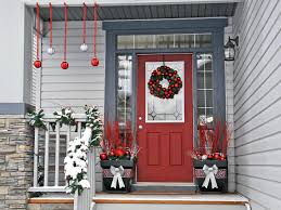 15 DIY Outdoor Holiday Decorating Ideas | HGTV\u0027s Decorating ...