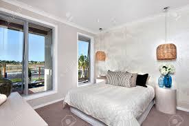 Schlafzimmer Mit Hängenden Lampenabdeckung Mit Rattan Filter Oder