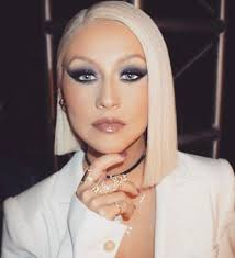 voice that 2016 christina aguilera style christina aguilera go s for a sofisticated sleek bob dramatic makeup christina