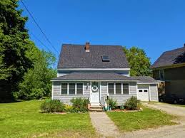 Deals on homes as low as $10k. Cheap Houses For Sale In Maine Me 1 089 Homes Under 230 000 Point2
