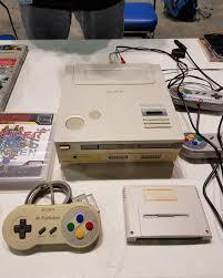 Máy chơi game 'con lai' của Sony và Nintendo vừa được bán với giá 8,3 tỷ  đồng