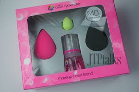 beauty blender set. i was in need of a new beauty blender and this couldn\u0027t have came out at better time! holiday sephora is my favorite time set