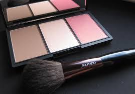 Удивительная палетка хамелеон sleek makeup face form contouring blush palette в оттенке light 373